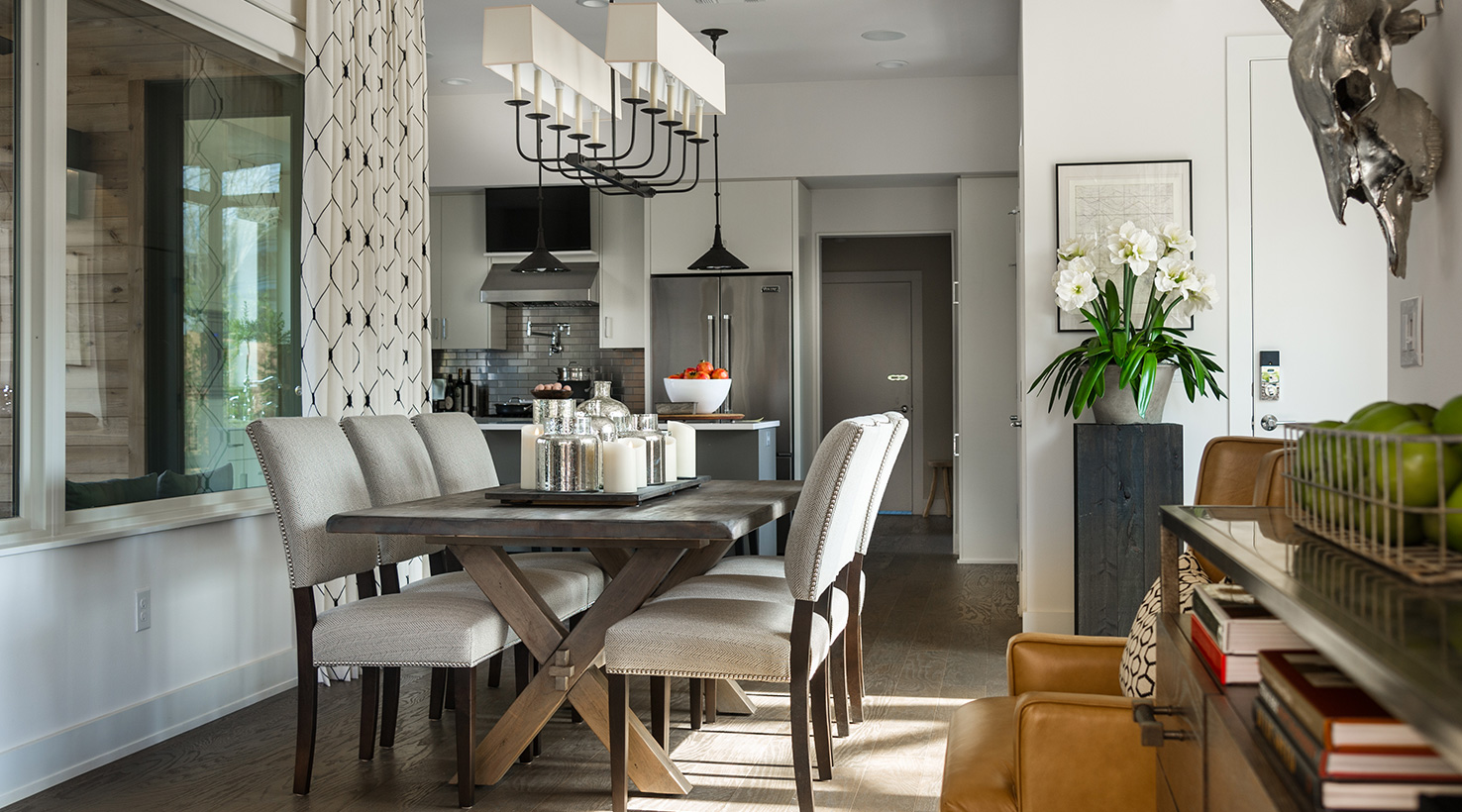 The hgtv smart home 2015 sponsored by sherwin williams for Living room designs with dining table