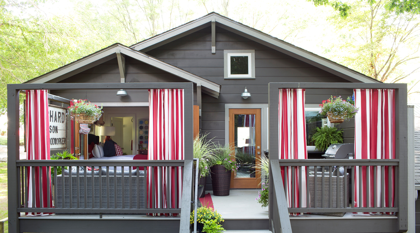 2015 hgtv urban oasis by sherwin williams - Sherwin williams black fox exterior ...